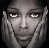 piękna czarna kobieta - 8242609