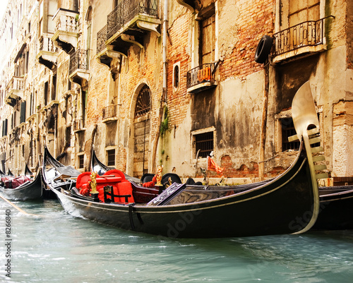 Spoed Foto op Canvas Venetie Traditional Venice gandola ride