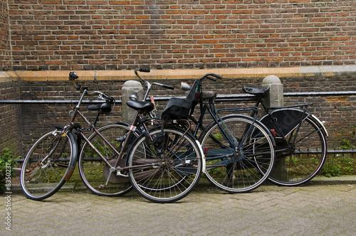 Foto auf AluDibond Fahrrad bicycles on street amsterdam holland