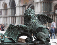 Winged Lion Sculpture-Venice Traditional Symbol