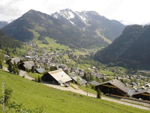 Valokuvatapetti Le village de Châtel dans le Chablais (Haute-Savoie)