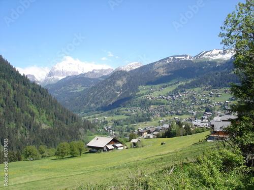 Valokuvatapetti Le village de Chatel dans le Chablais (Haute-Savoie)
