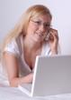 canvas print picture - Junge Frau mit Handy und Laptop