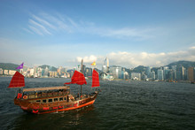 Chinese Junk In Hong Kong Harbour_0070