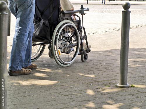 Fototapety, obrazy: behinderte person auf einem rollstuhl