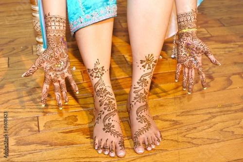 Photo  Indian wedding bride getting henna applied
