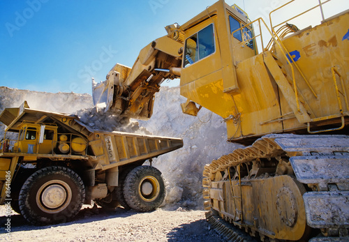 Photo  Large earth moving heavy equipment