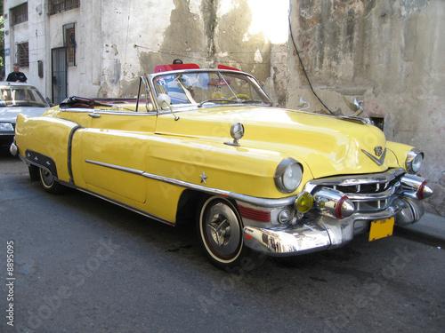 Türaufkleber Autos aus Kuba Yellow old cabrio car in Havana Cuba
