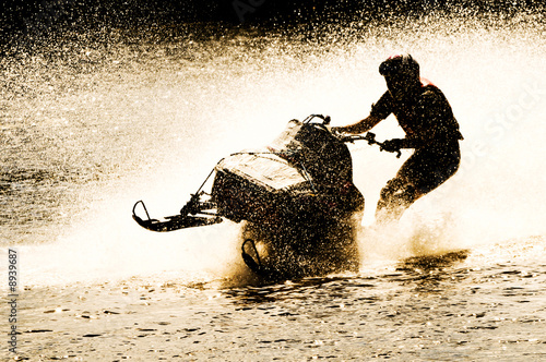 Spoed Foto op Canvas Water Motor sporten snowmobile driven on water