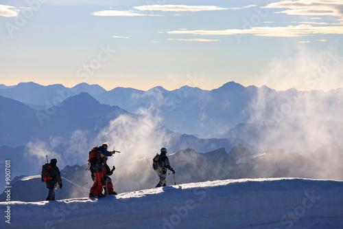 Photo Alpinistes sur une crête