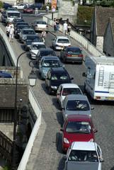 voitures sur un pont