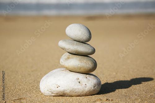 Photo sur Plexiglas Zen pierres a sable pietre in equilibrio
