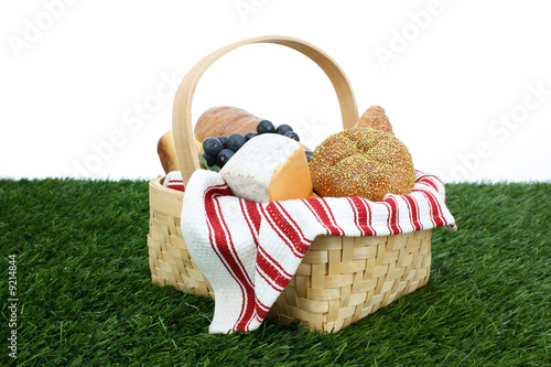 Keuken foto achterwand Picknick Picnic Basket filled with food that is ready to eat
