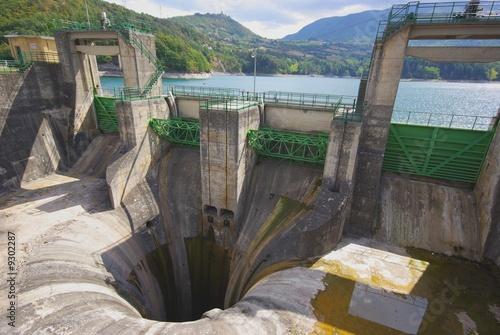 Deurstickers Dam Bacino di Suviana: le paratie
