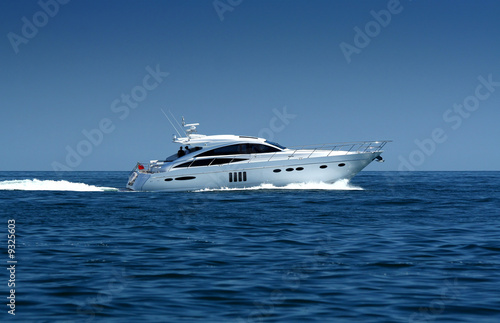 Papiers peints Nautique motorise Speedboat cruising in the sea