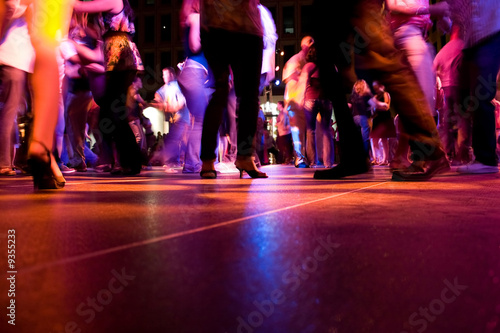Foto op Aluminium Dance School A low shot of the dance floor with people dancing