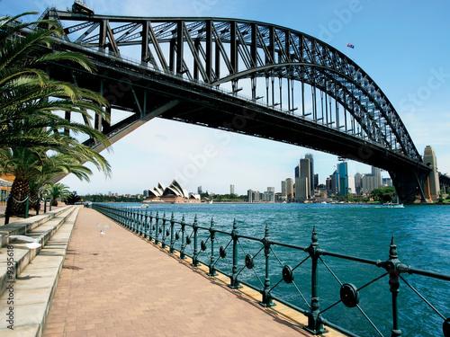 fototapeta na ścianę Walk towards Sydney Bridge