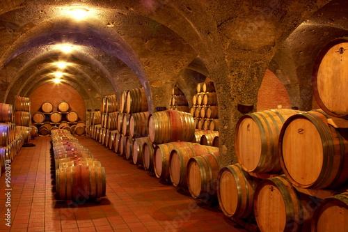 Fotografie, Obraz  Weinkeller,Rotwein im Barrique Faß ausgebaut,Toskana,Italien
