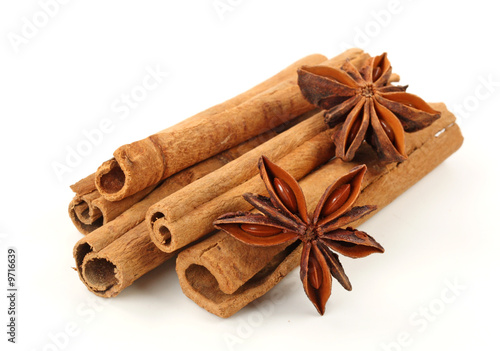 Photo Cinnamon and anise isolated on white background