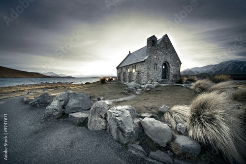 Foto op Plexiglas Nieuw Zeeland Small church in New Zealand with lake and mountains