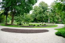 Allées Dans Un Parc Public, A...