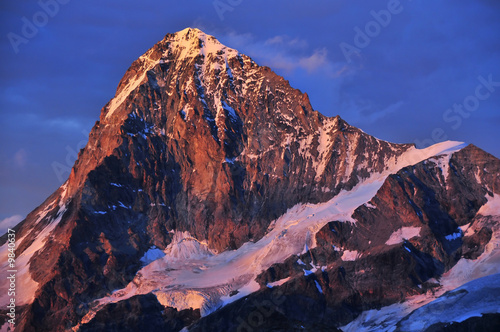 Spoed Foto op Canvas Violet the Dent Blanche (4357m) in the Swiss Alps at sunset