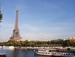 Tour Eiffel et bateaux sur la Seine