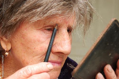Fotografie, Obraz  Old woman applies makeup