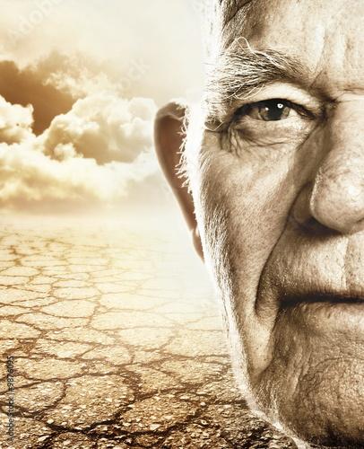 Autocollant pour porte Magasin de musique Elderly man's face over dry desert land background