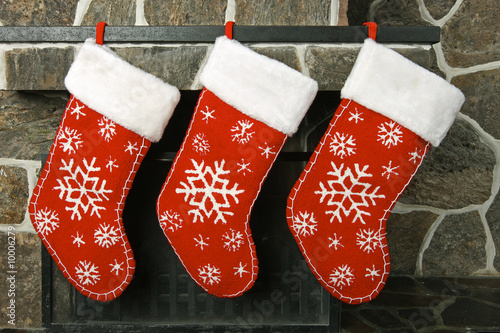 Photographie  Christmas stockings on a fireplace mantel