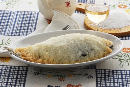 Fotografering  Branzino al sale - Secondo di pesce - Ricette del Veneto