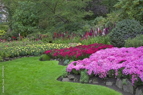 Papiers peints Jardin Phenomenally beautiful garden, flowers and trees
