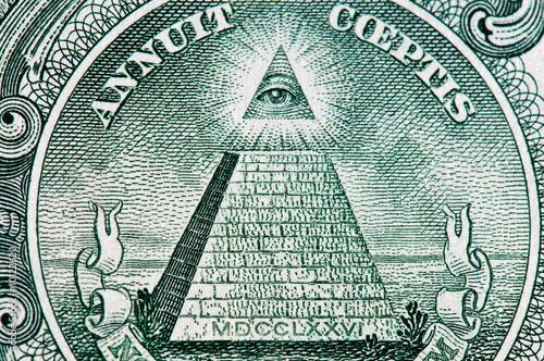 Fotografija  dollar pyramid macro