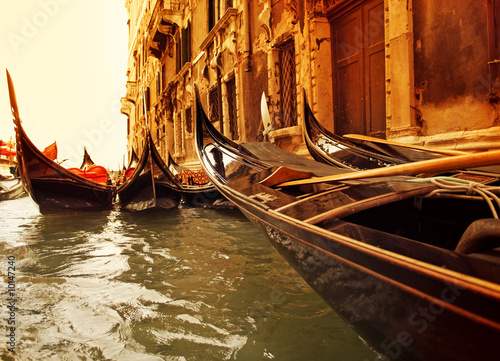 Photo sur Toile Gondoles Traditional Venice gondola ride
