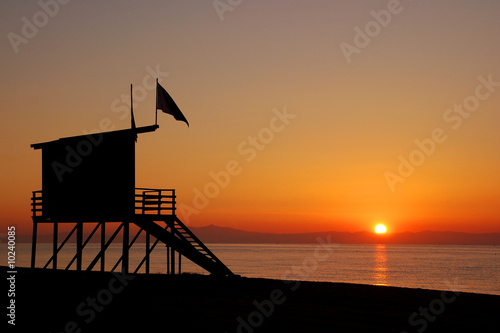 Photo Baywatch tower in the morning looking into sunrise