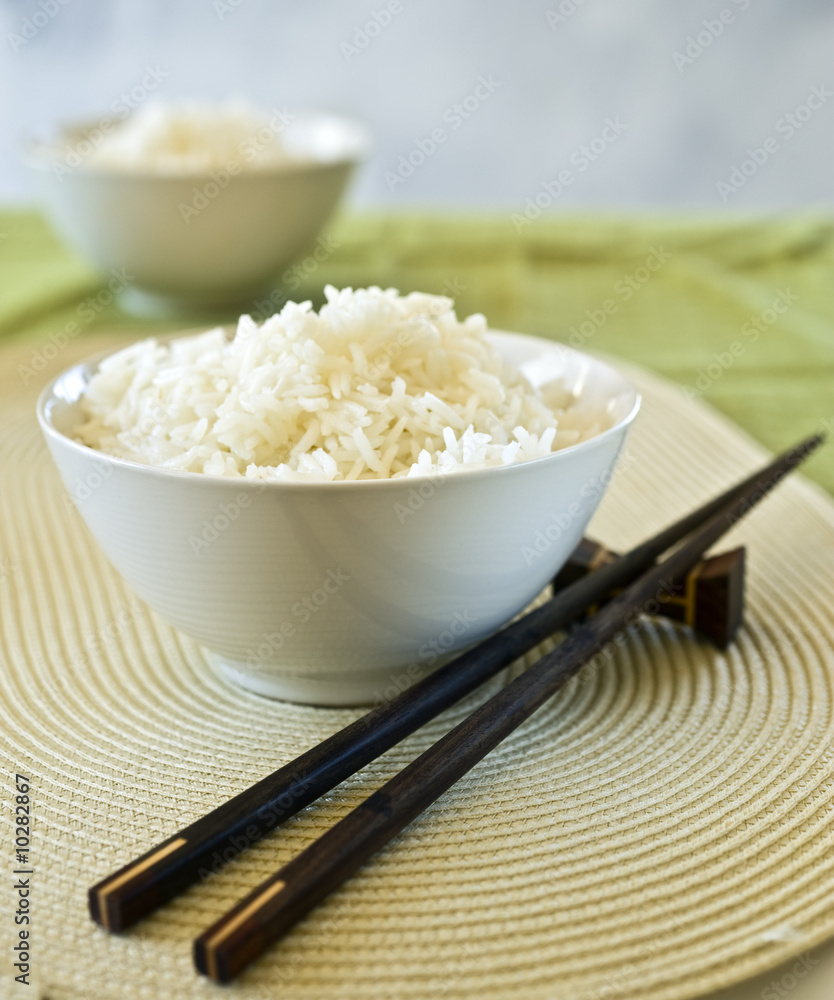 Photo  two bowls of plain rice and chopsticks