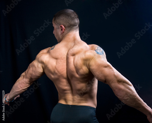Valokuva  A perfect muscular man posing artistic, back double biceps