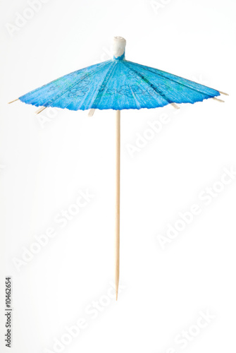 Fotografía  blue cocktail umbrella suspended in air.