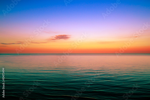 Keuken foto achterwand Rood traf. Beautiful sunset above the sea