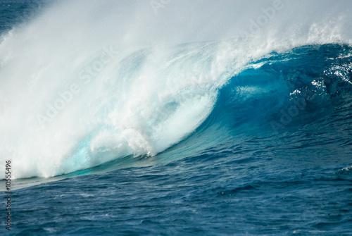 Stickers pour porte Eau close-up of a beautiful ocean wave