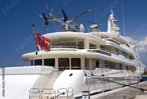 Türaufkleber Hubschrauber Huge yacht with helicopter