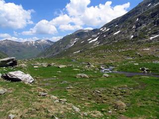 Fototapeta na wymiar Une vallée au milieu des pyrénées (Ariège)