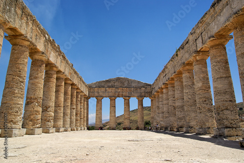 Fotografia, Obraz Greek temple in Segesta (Sicily, Italy)