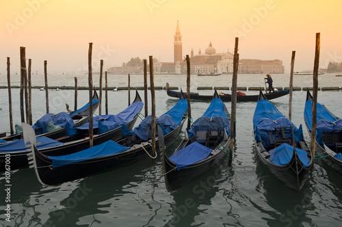 Spoed Foto op Canvas Gondolas Gondeln vor San Giorgio Maggiore, Venedig, italien