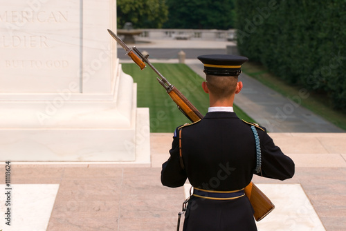 Fotografía  Soldier at the tomb of the unknown soldier