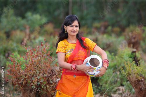 Fotografie, Obraz  woman with an earthen pot