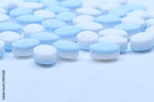 Fototapeta blue and white pills obraz na płótnie