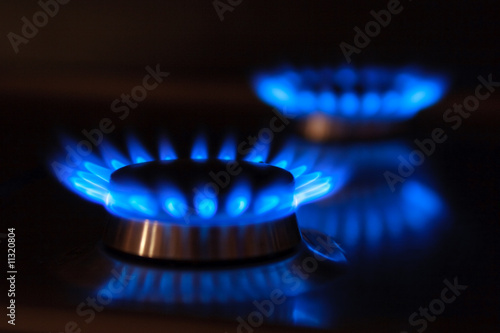 Fotografía  Erdgas Flammen mit Spiegelung