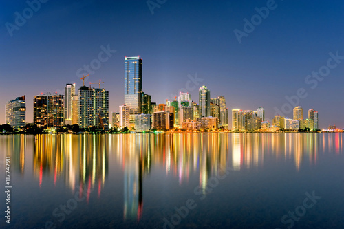 miami florida skyline illuminated at night in 2009 Tablou Canvas