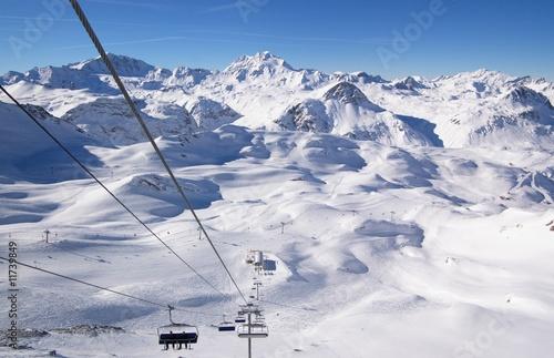 Foto op Aluminium Bergen cable lifts on mountains ski resort